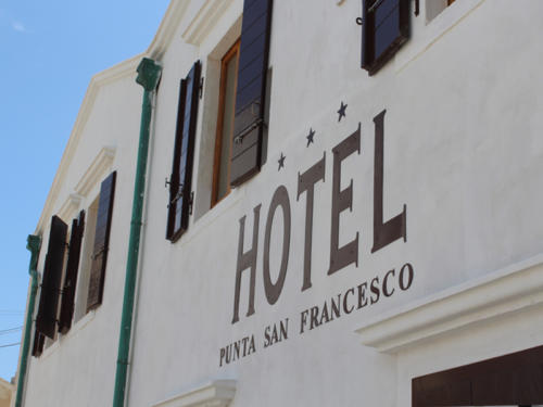 Hotel nel centro storico di Vieste sul Gargano - Hotel Punta San Francesco - esterni - 04