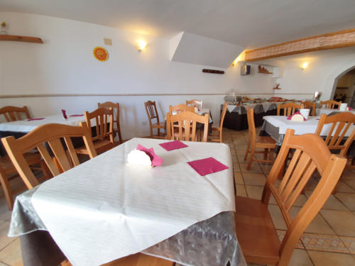 Hotel nel centro storico di Vieste sul Gargano - Hotel Punta San Francesco - sala colazioni.