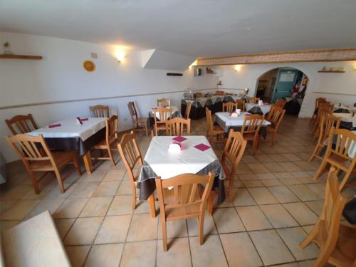 Hotel nel centro storico di Vieste sul Gargano - Hotel Punta San Francesco - sala colazioni - 03